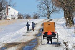Caminhada de Amish imagem de stock
