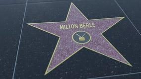 Caminhada de Hollywood da estrela da fama com inscrição de MILTON BERLE Grampo editorial vídeos de arquivo