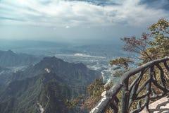 Caminhada de vidro do céu na montanha de Tianmenshan Fotografia de Stock Royalty Free