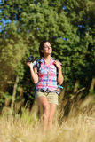 Caminhada do fotógrafo da natureza Imagem de Stock Royalty Free