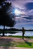 Caminhada do homem e do cão no parque após o trabalho fotos de stock royalty free