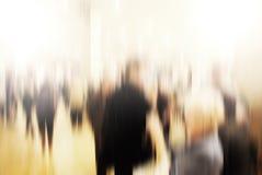 Caminhada do passageiro do negócio na estação de metro Imagem de Stock