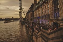 Caminhada do rio ao longo de Thames River Imagem de Stock