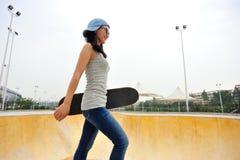 Caminhada do skater Imagens de Stock