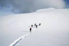 Caminhada do snowshoe do grupo Imagem de Stock Royalty Free