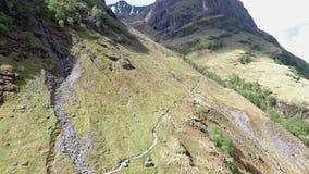 Caminhada do tiro de Glen Coe Highlands scotland e opinião aéreas do panorama filme
