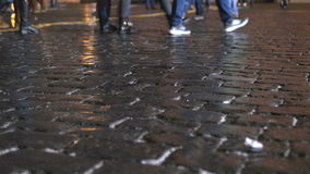 Caminhada dos povos no centro da cidade Durante os feriados, nas noites filme