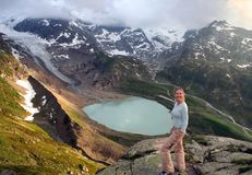 Caminhada em alpes suíços imagem de stock royalty free