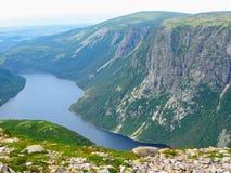 Caminhada em Gros bonito Morne National Park sobre Gros Morne Mou imagem de stock royalty free