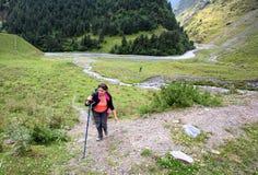 Caminhada em montanhas de Causasus, Geórgia Foto de Stock