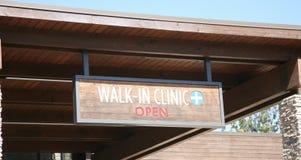 Caminhada na clínica imagens de stock