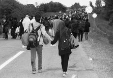 Caminhada na esperança de uma crise vida-europeia direita dos refúgios imagem de stock