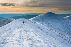 Caminhada na montanha do inverno. Foto de Stock