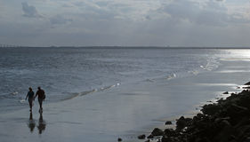 Caminhada na praia 2 foto de stock