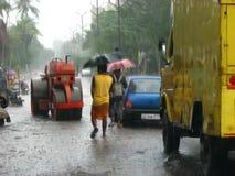 Caminhada nas inundações Imagem de Stock Royalty Free