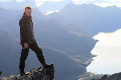Caminhada nas montanhas de Lofoten Noruega Imagem de Stock