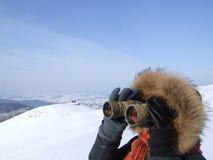 Caminhada nas montanhas do inverno Fotografia de Stock