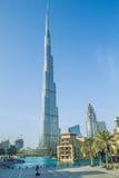 Caminhada no coração de Dubai Nós podemos ver a rua, construções e Imagem de Stock
