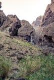 Caminhada no desfiladeiro Masca Console vulcânico Montanhas da ilha de Tenerife, Ilhas Canárias, Espanha imagem de stock