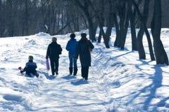 Caminhada no parque com criança Fotos de Stock