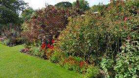 Caminhada nos jardins Imagem de Stock Royalty Free