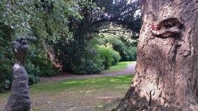 Caminhada nos jardins com colmeia Fotografia de Stock