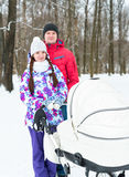 Caminhada nova feliz da família na madeira Fotos de Stock Royalty Free