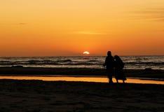 Caminhada pelo mar Imagem de Stock