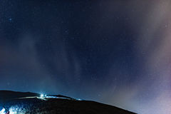 Caminhada sob o céu da estrela Fotografia de Stock Royalty Free