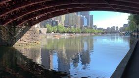 Caminhada sob a ponte das rainhas para revelar o banco sul Melbourne filme