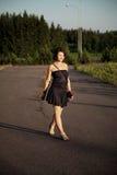 Caminhadas da menina Foto de Stock