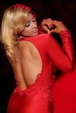 Caminhadas de Dascha Polanco a pista de decolagem no vermelho ir para a coleção vermelha 2015 do vestido das mulheres Imagens de Stock