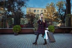 Caminhadas do estilo de vida fotografia de stock