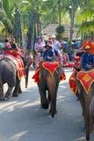 Caminhadas em elefantes em Tailândia Fotografia de Stock Royalty Free