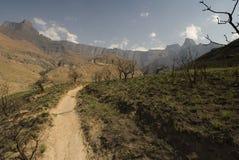 Caminhando acima o tribo Zulu de Kwa natal Fotos de Stock Royalty Free