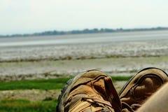 Caminhando as botas prontas para andar foto de stock