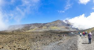 Caminhando em Monte Etna, parque nacional de Etna, Sicília, Itália Foto de Stock Royalty Free