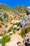 Caminhando em Rif Mountains de Marrocos sob a cidade de Chefchaouen, Marrocos, África foto de stock