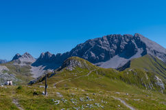 Caminhando nas montanhas de cumes de Lechtal, Tirol norte, Áustria Fotografia de Stock Royalty Free