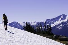 Caminhando a neve do verão imagens de stock