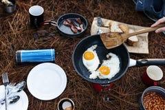 Caminhando o alimento de acampamento OutdoorsConcept imagens de stock royalty free