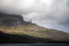 Caminhando o ancião da ilha Skye Scotland Reino Unido de Storr Imagens de Stock Royalty Free