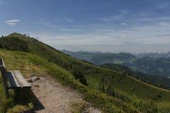 Caminhando o trajeto nos alpes julianos Fotografia de Stock Royalty Free