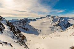 Caminhando o trajeto nos alpes julianos Foto de Stock