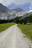 Caminhando o trajeto nos cumes. Foto de Stock