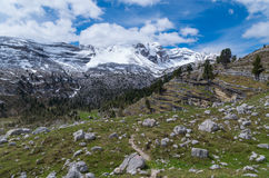 Caminhando o trajeto nos cumes das dolomites, southtyrol, Itália Imagem de Stock