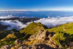 Caminhando Pico Ruivo e Pico faça Arierio - Madeira Portugal imagem de stock