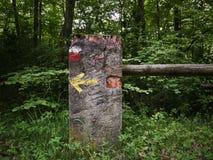 Caminhando sinais marcar a maneira fotografia de stock royalty free
