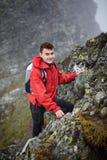 Caminhante adolescente na montanha fotos de stock