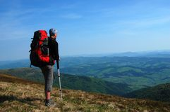 Caminhante em montanhas Carpathian Fotografia de Stock